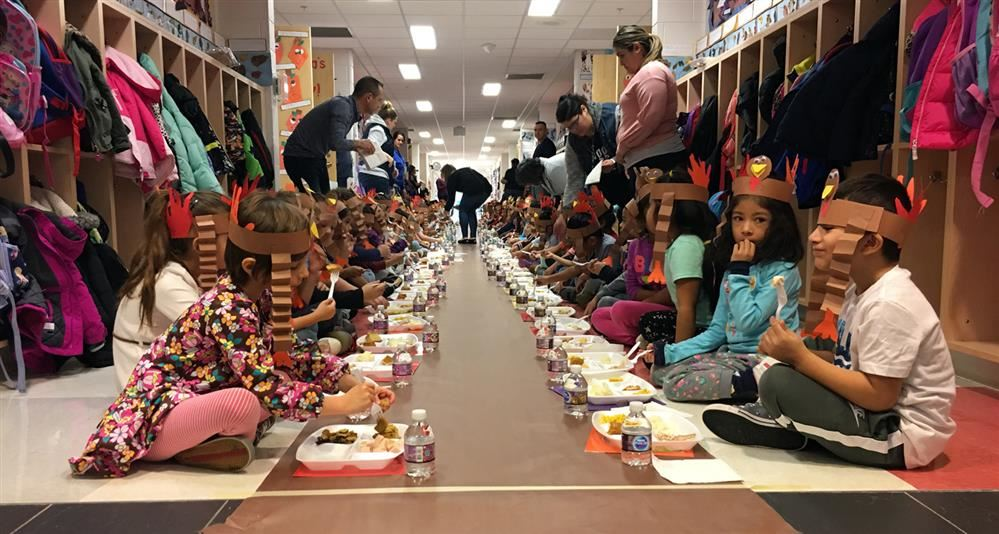 Photo of Johnson kindergartners' Thanksgiving feast