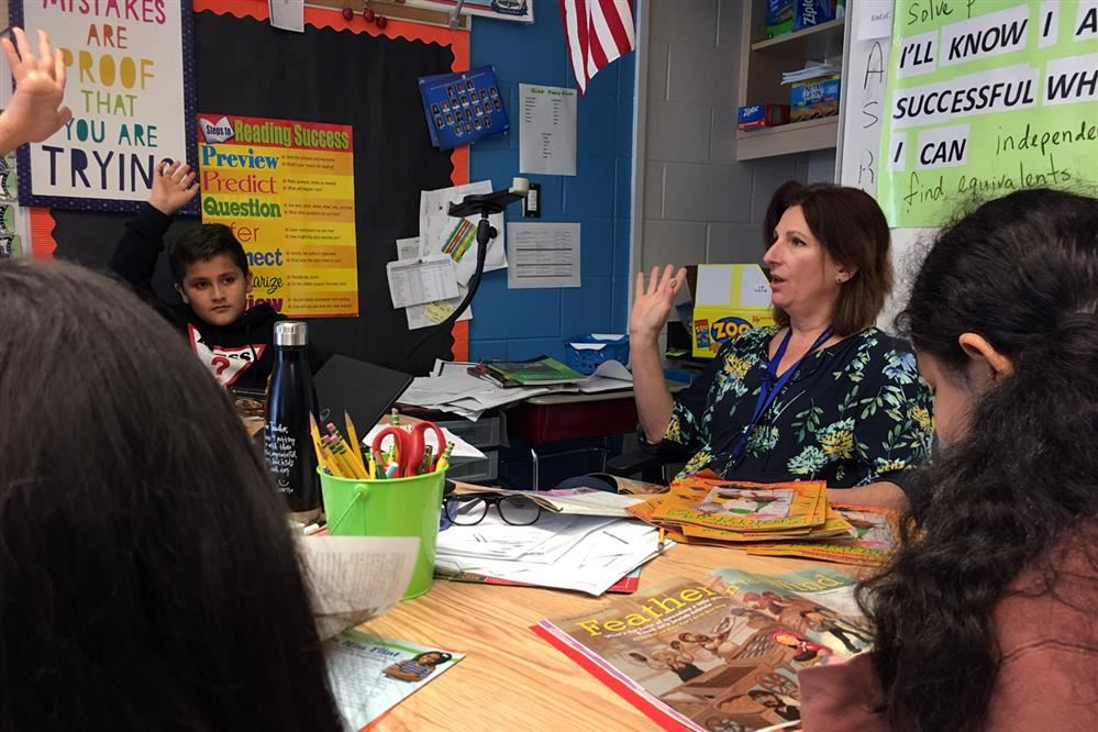 Image of retiring W.A. Johnson Fourth-Grade Teacher Ildiko Mason teaching students.